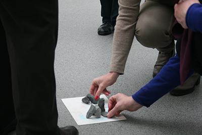 Mit eigenen gestalterischen Experimenten eröffnen sich neue Zugänge zur Kunst von Joseph Beuys. © Museumspädagogisches Zentrum, München