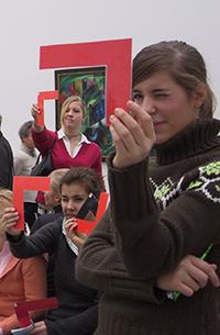 Mit verschiedenen Materialien finden sich neue Zugänge zur Kunst. © Museumspädagogisches Zentrum München