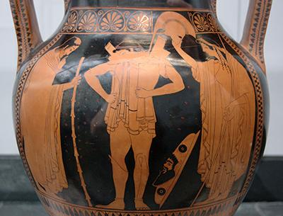 Hektor legt die Rüstung an. © Staatliche Antikensammlungen
