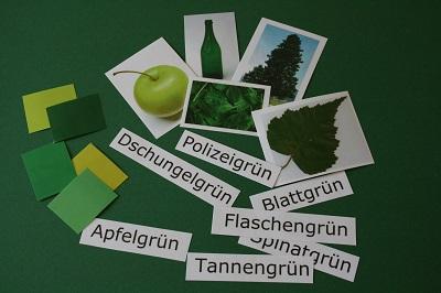 Didaktische Materialien unterstützen die Wortschatzarbeit zum Thema Farbe. © Museumspädagogisches Zentrum, München
