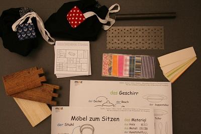Verschiedene Materialien unterstützen die Wortschatzarbeit im Museum. © Museumspädagogisches Zentrum, München