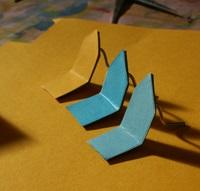 Aus einfachen Modellbaumaterialien entstehen eigene Entwürfe.  © Museumspädagogisches Zentrum, München